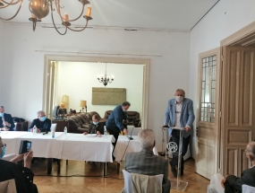 Mirko Ćurić i Božidar Petrač, Ružica Cindori, tajnica DHK; Vlatko Majić, predsjednik verifikacijske komisije i novi predsjednik DHK Zlatko Krilić